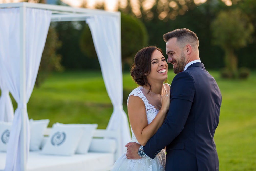 Angi és Isti esküvője a Le Til Kúriában